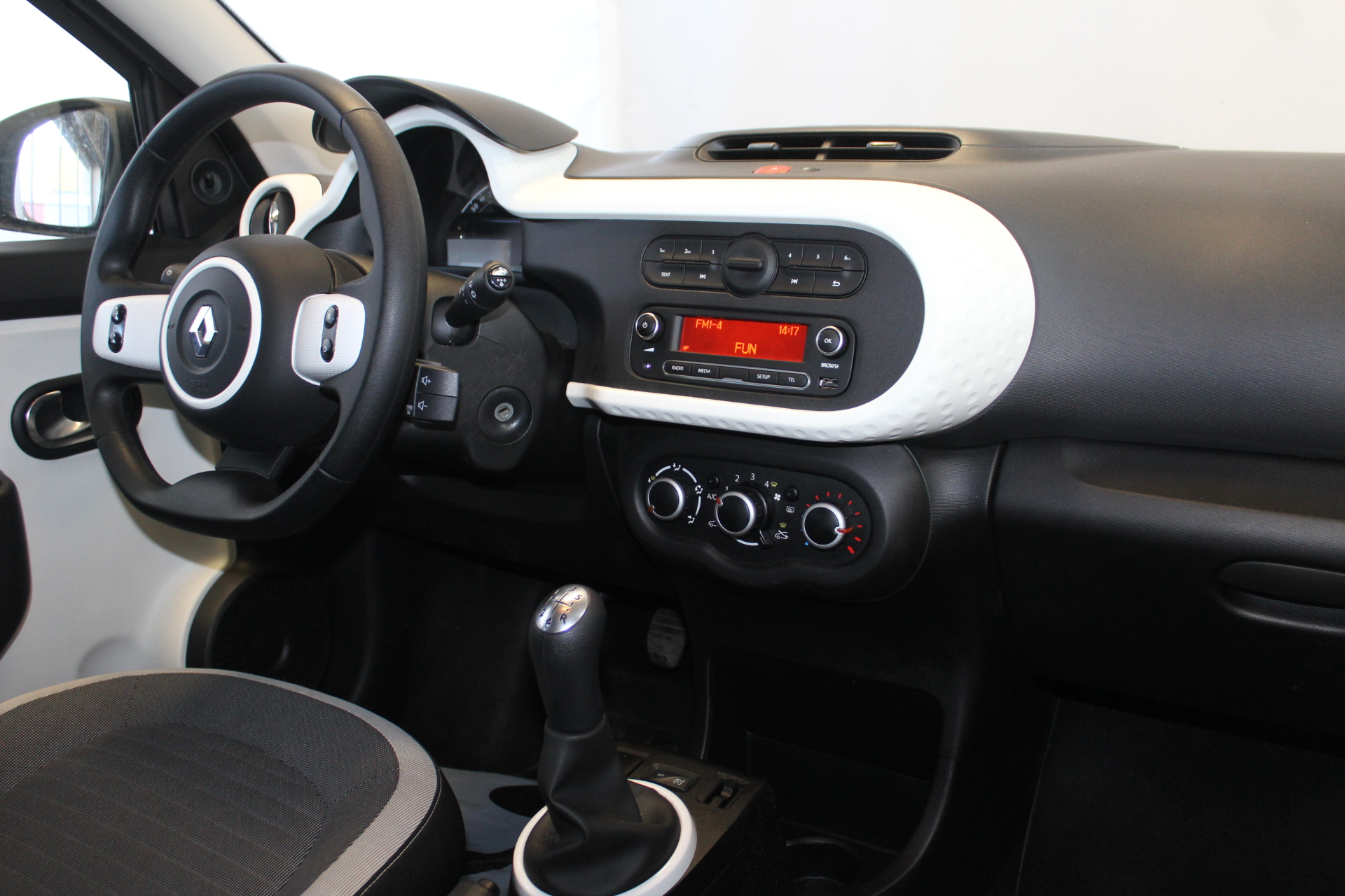 RENAULT TWINGO III 2017 à 7900 € - Photo n°17