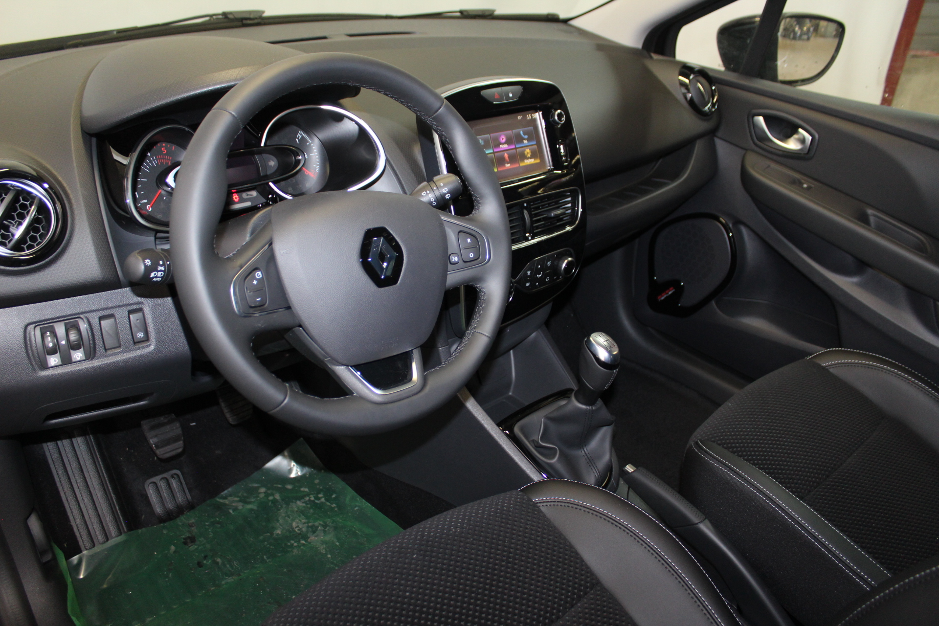 RENAULT CLIO IV 2019 à 13900 € - Photo n°18