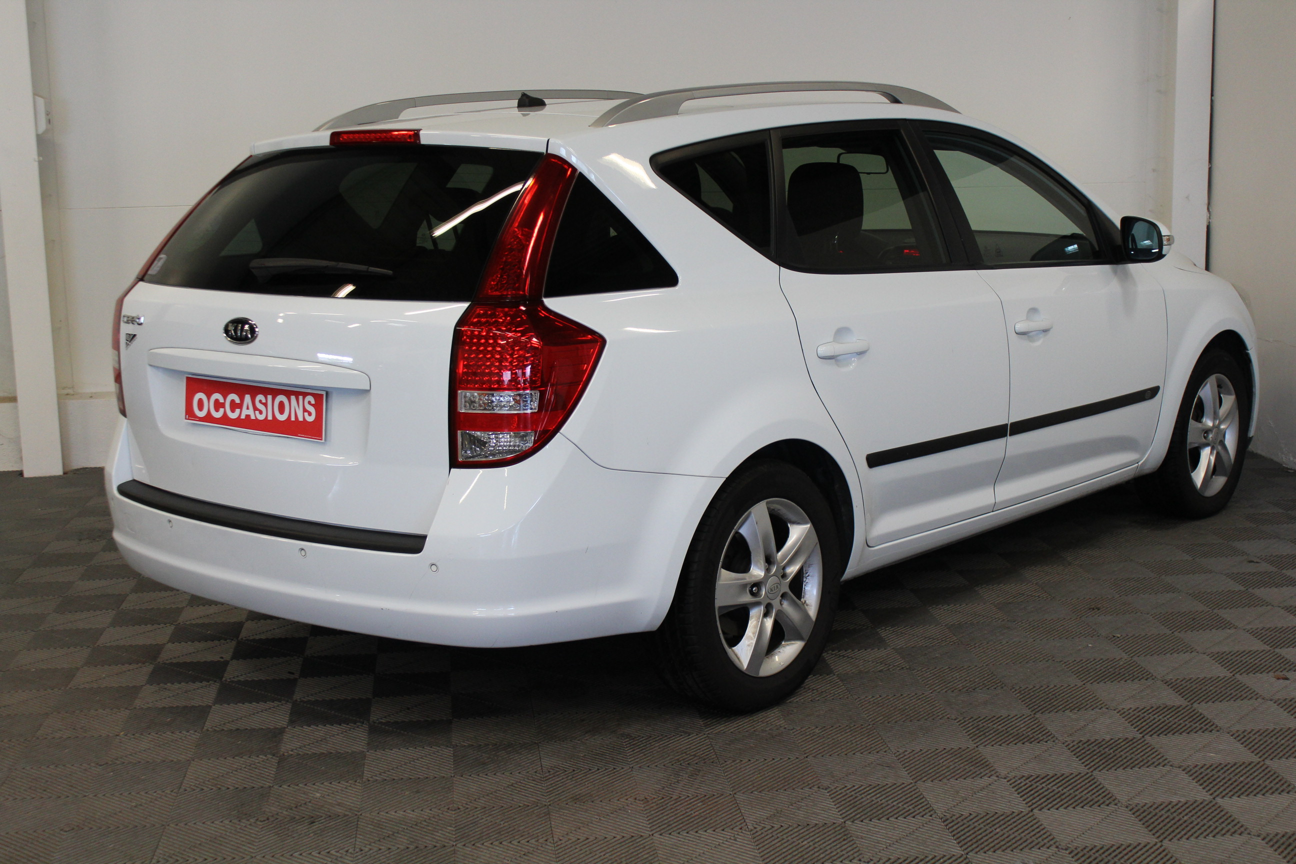 KIA CEE'D SW 2011 à 5400 € - Photo n°4