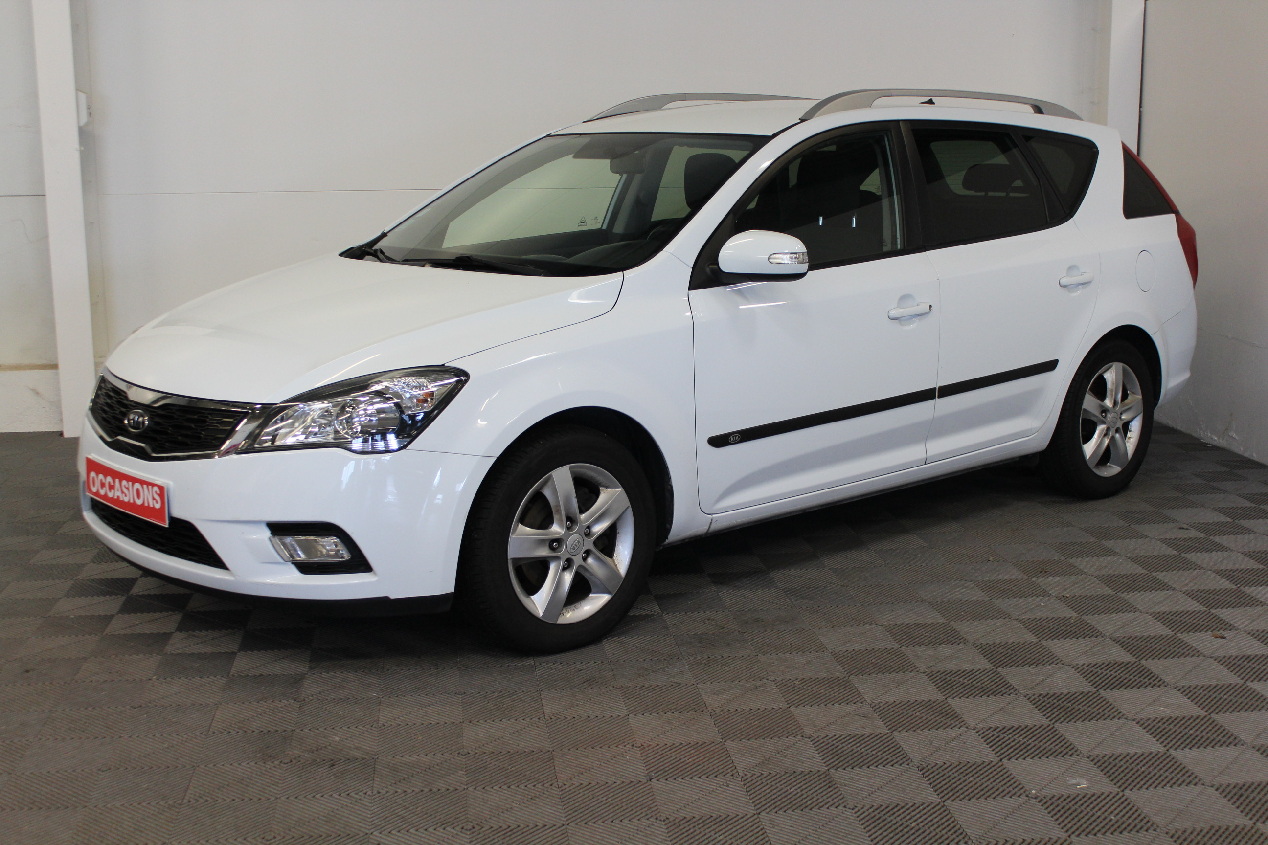 KIA CEE'D SW 2011 à 5400 € - Photo n°1