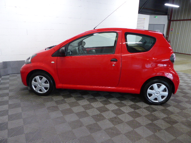 TOYOTA AYGO 2011 à 5490 € - Photo n°14