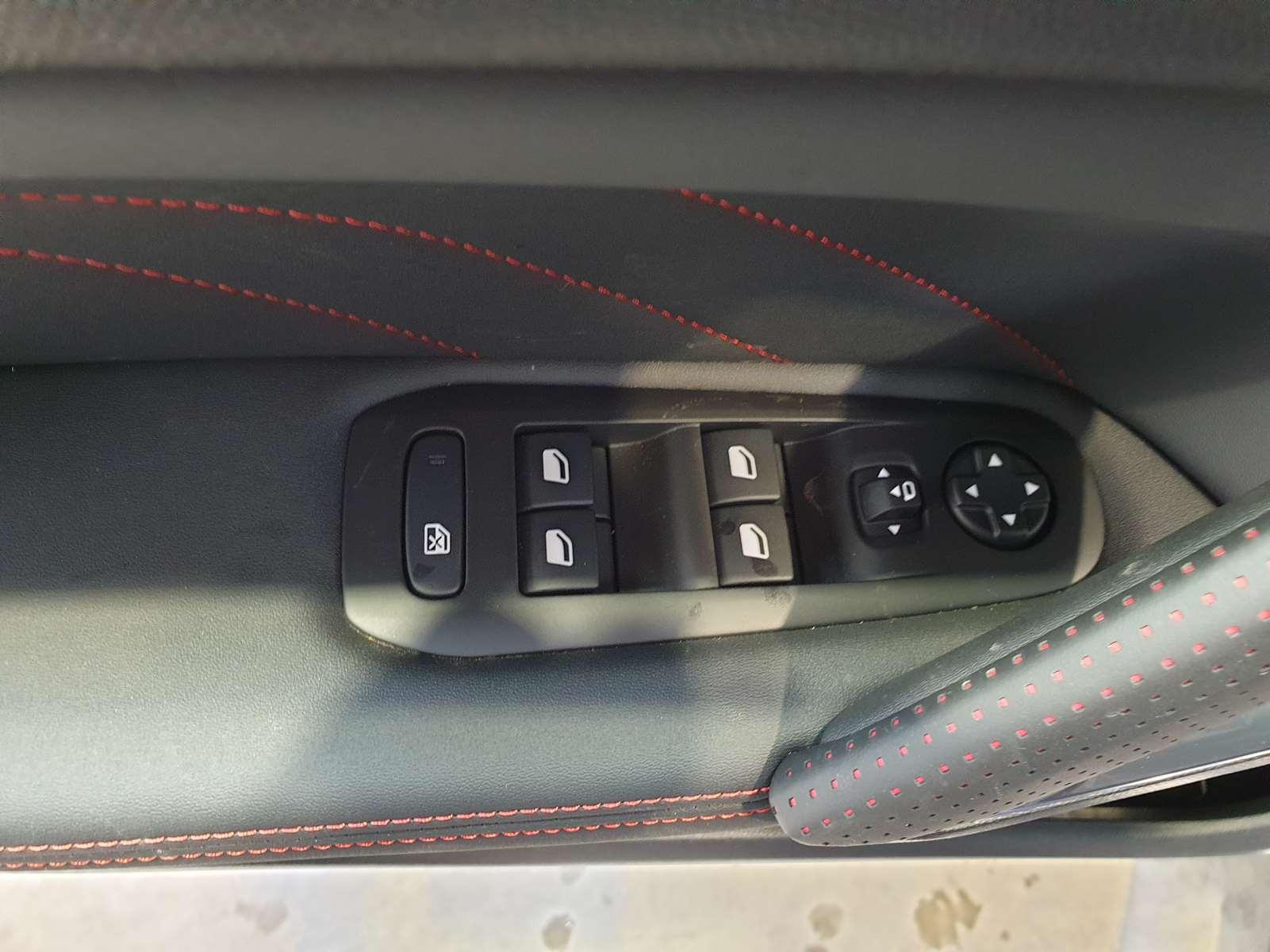 Miniature PEUGEOT 308 BlueHDi 130 S&S EAT8 GT Line TOIT PANO