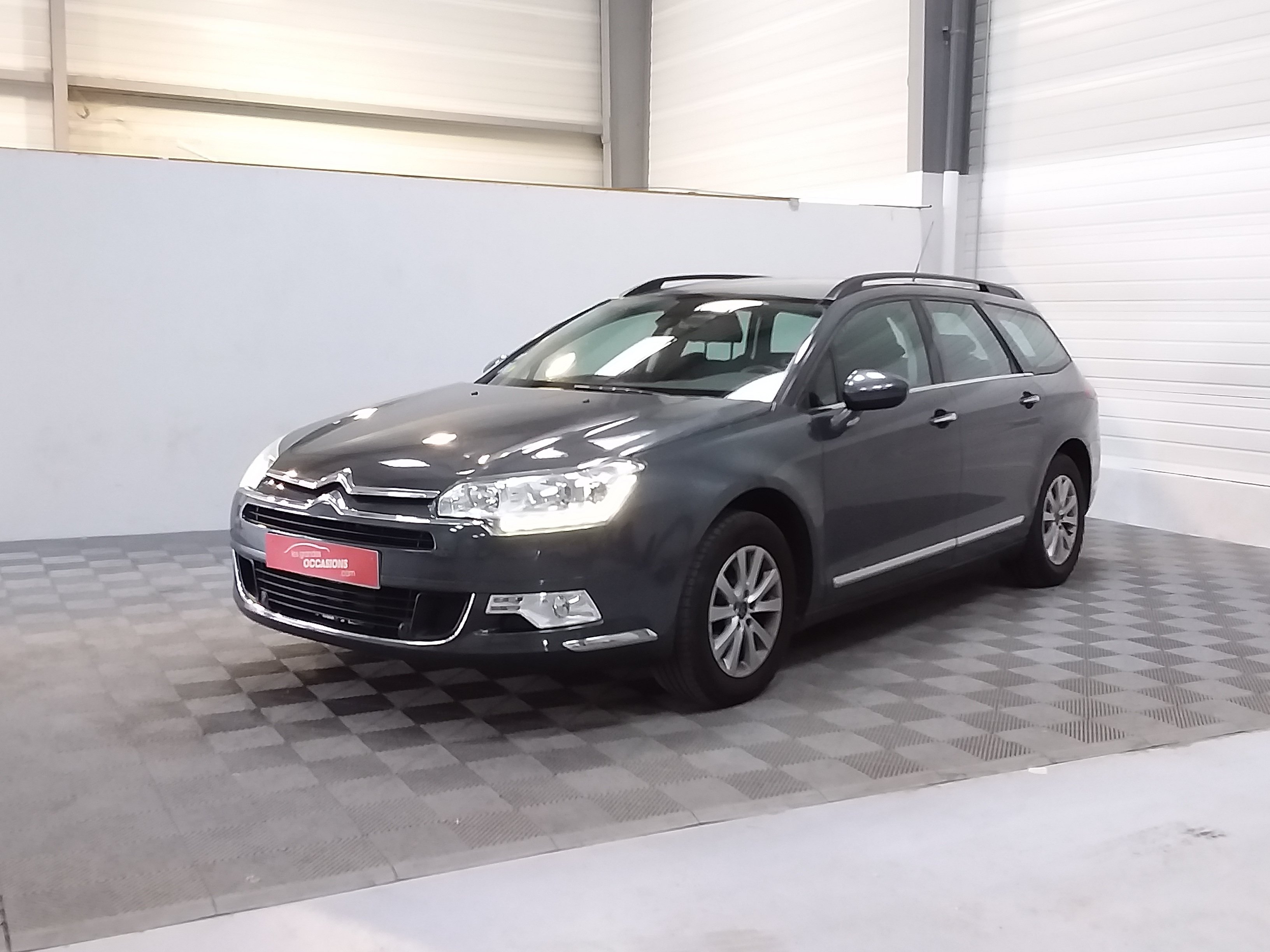 Photo du véhicule CITROEN C5 TOURER e-HDi 115 Airdream Millenium BMP6