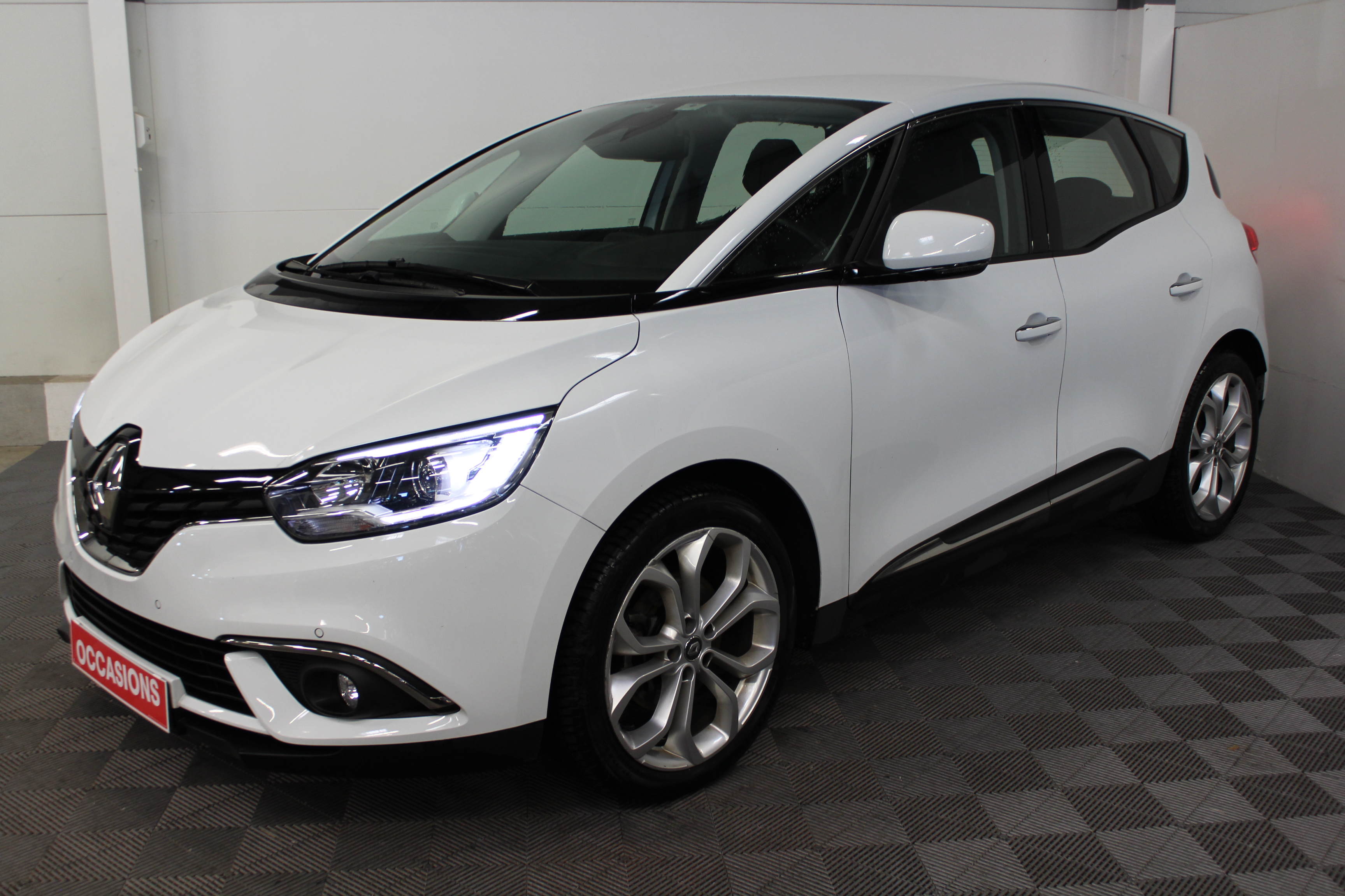 Photo du véhicule RENAULT SCENIC IV BUSINESS dCi 110 Energy Business