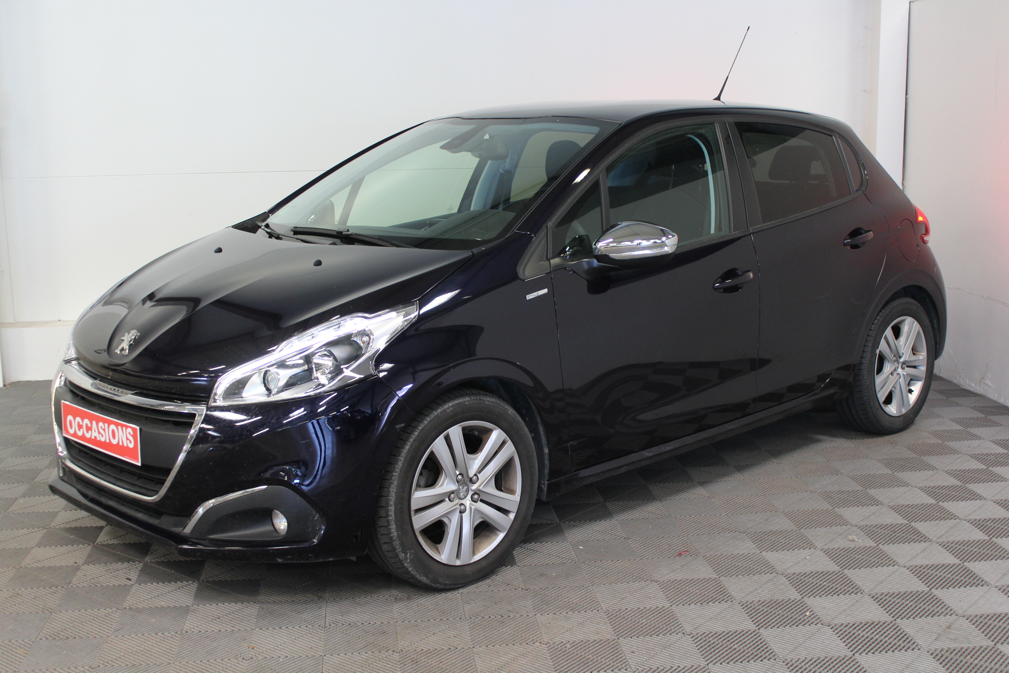 PEUGEOT 208 1.6 BlueHDi 100ch BVM6 Style d'occasion