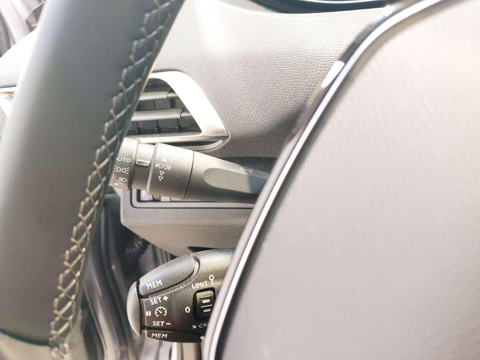 Miniature PEUGEOT 3008 Puretech 130 S&S BVM6 Allure