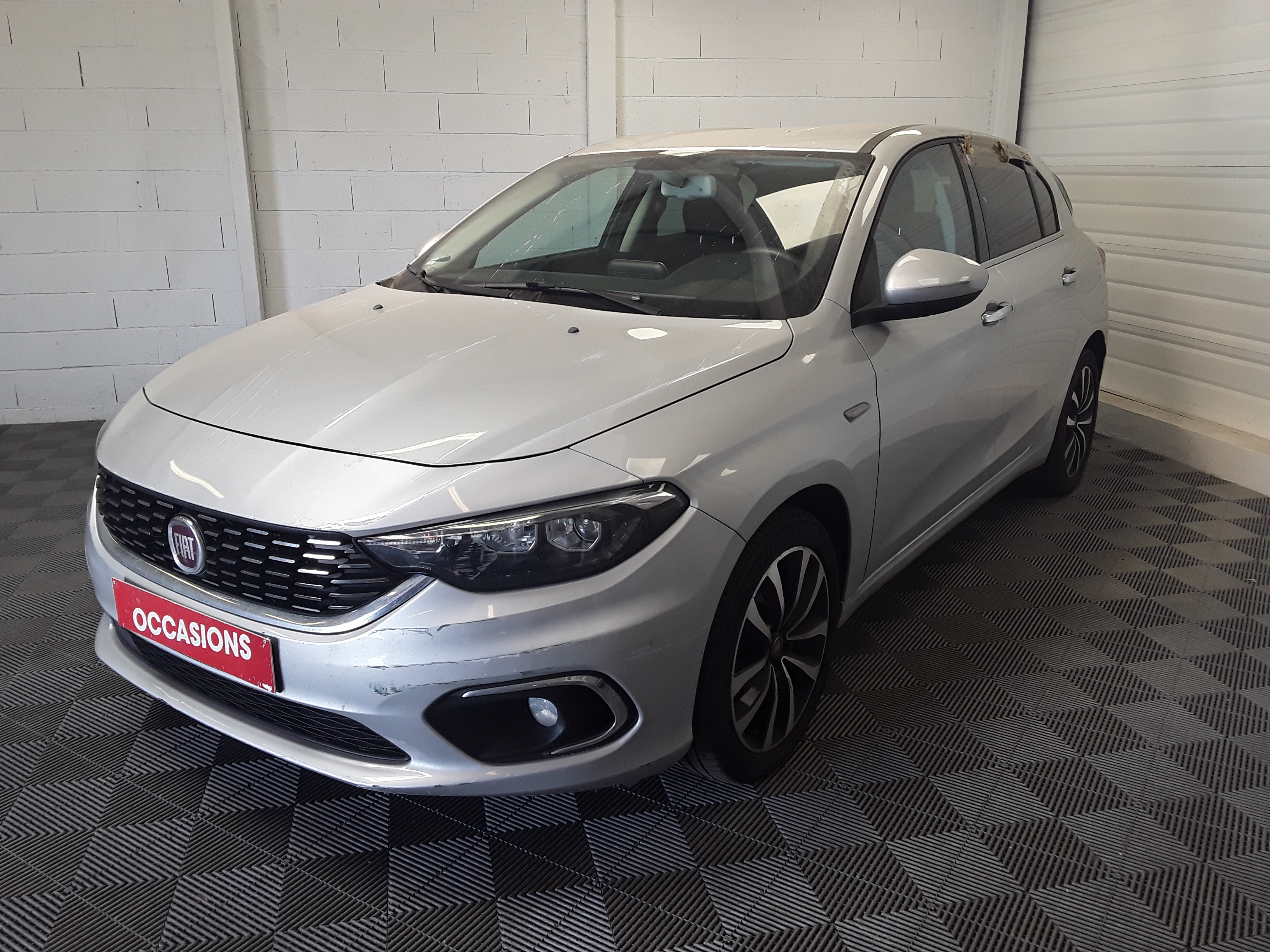 FIAT TIPO 5 PORTES BUSINESS 2017 - Photo n°1