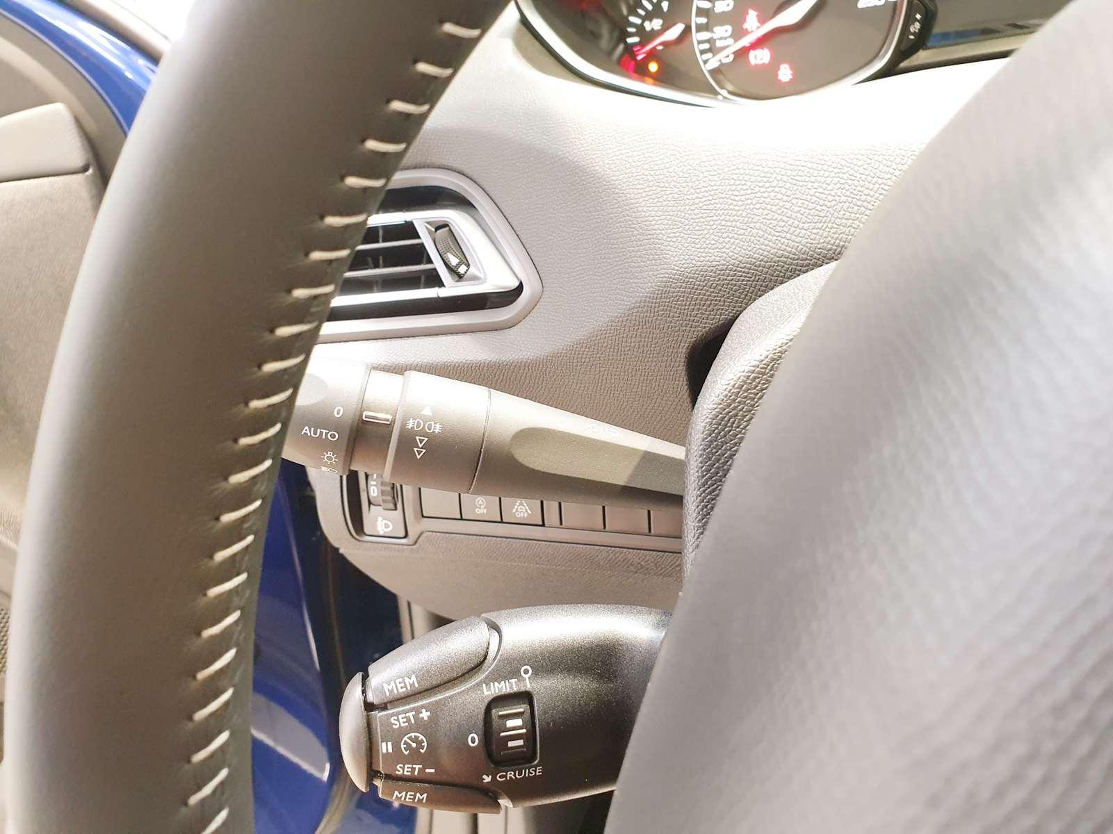 Miniature PEUGEOT 308 PureTech 130 STYLE GPS