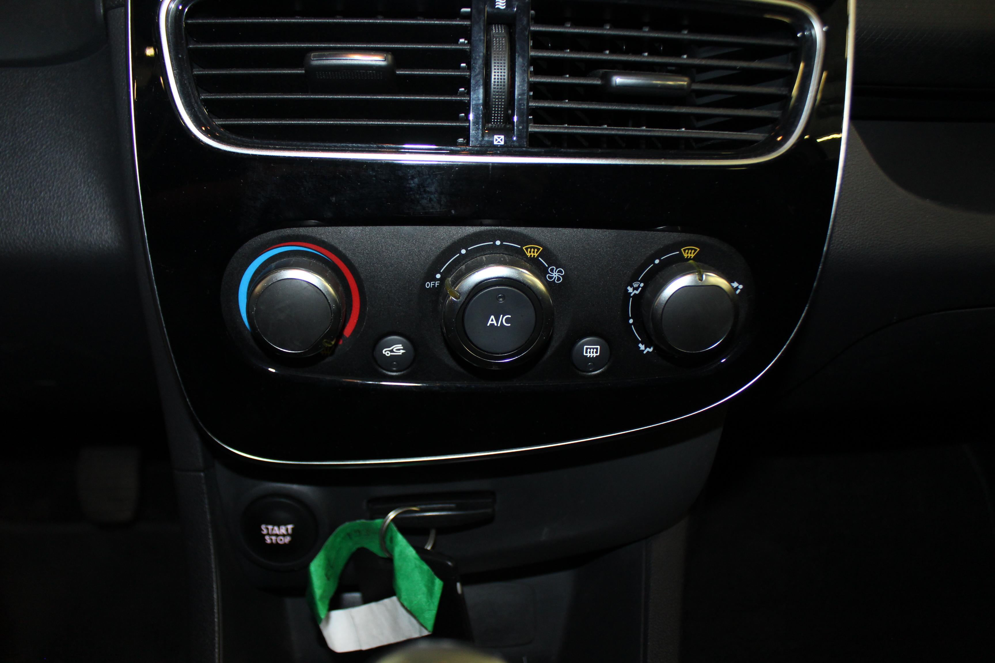 RENAULT CLIO IV 2017 - Photo n°16