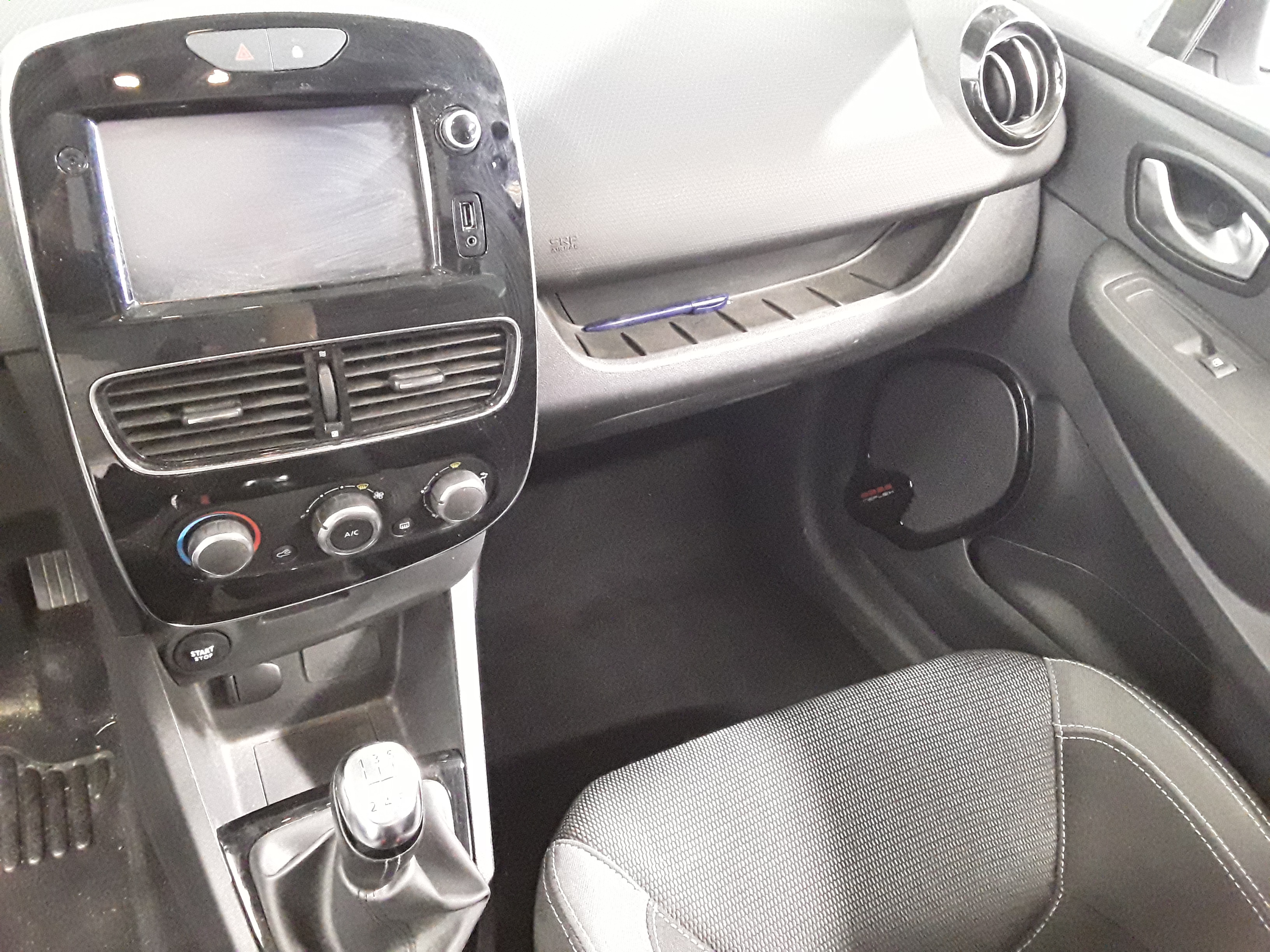 RENAULT CLIO IV SOCIETE 2017 à 8300 € - Photo n°6