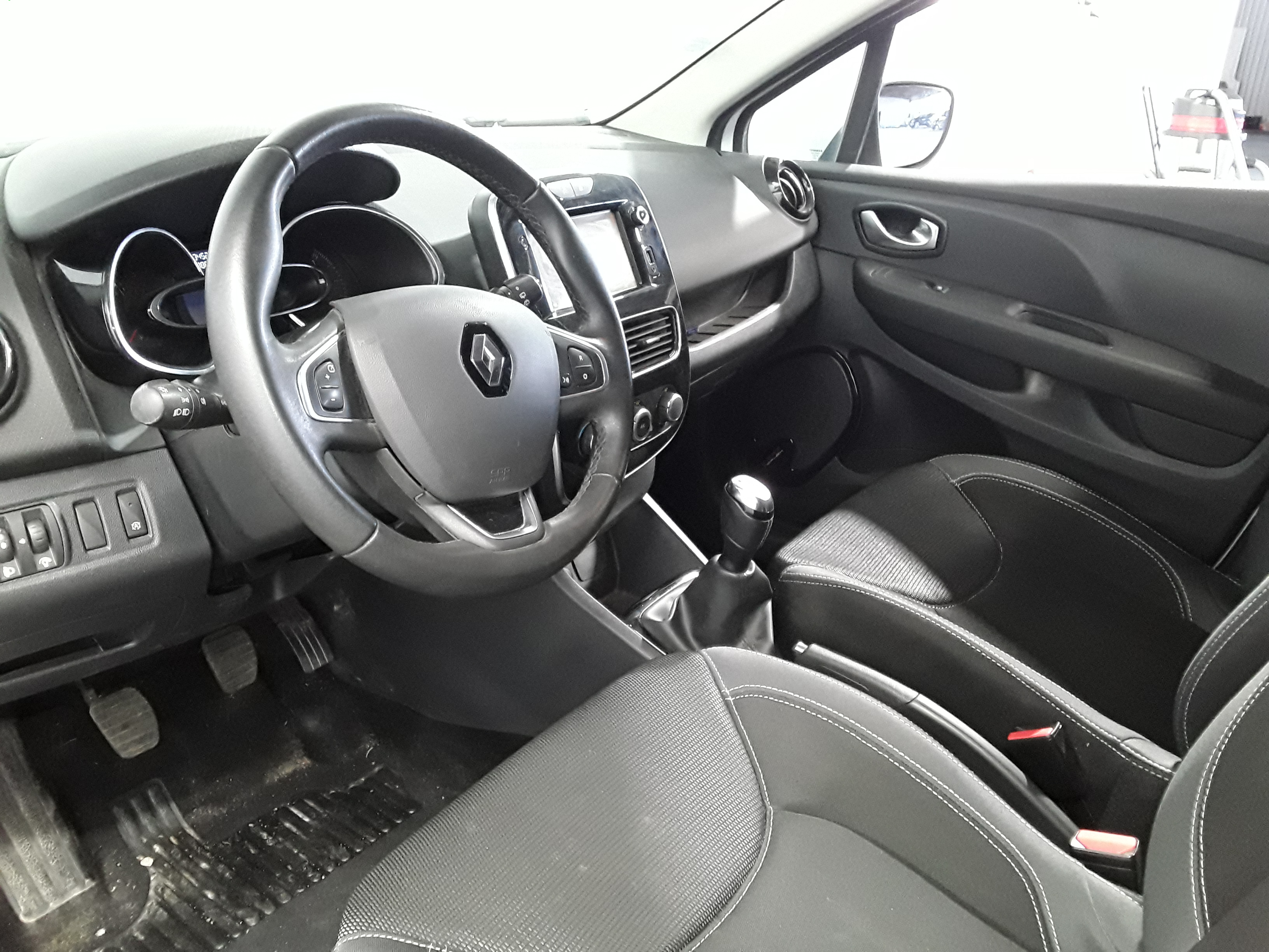 RENAULT CLIO IV SOCIETE 2017 à 8300 € - Photo n°12
