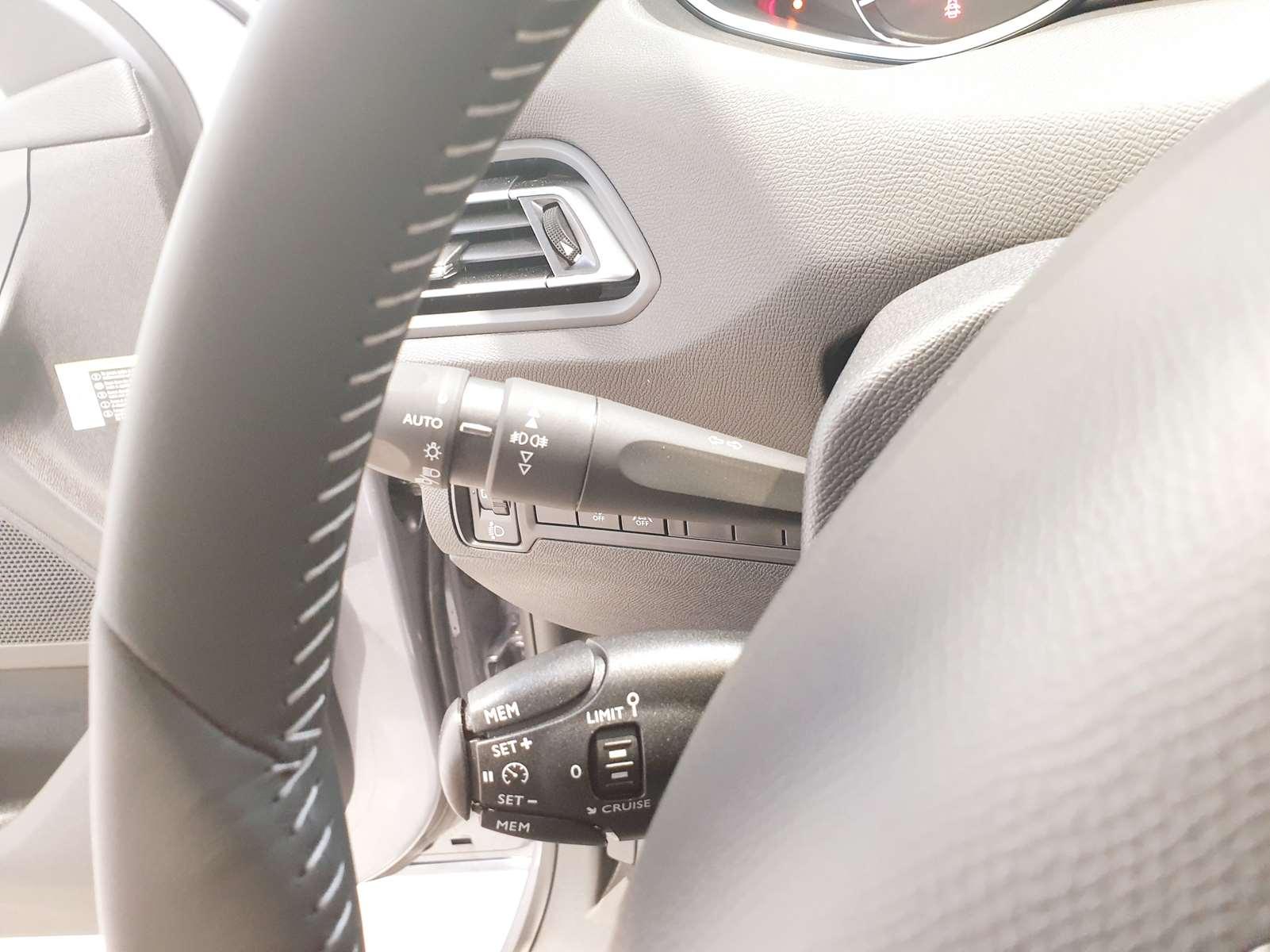 Miniature PEUGEOT 308 SW PureTech 130 S&S BVM6 Allure