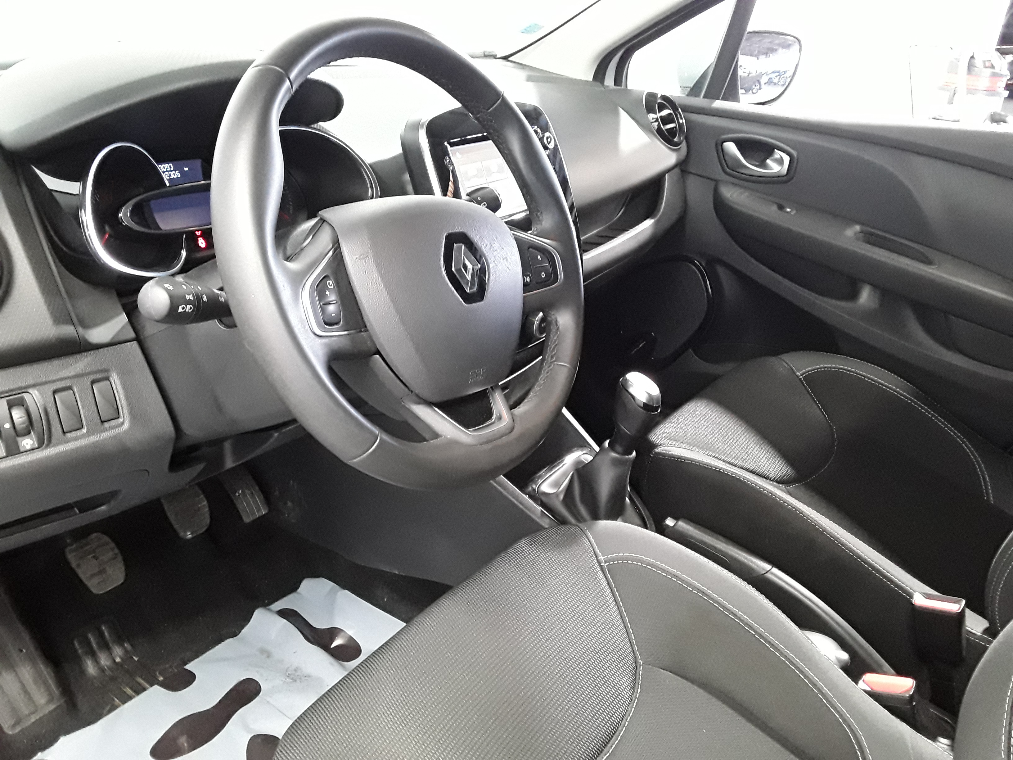 RENAULT CLIO IV 2017 - Photo n°17