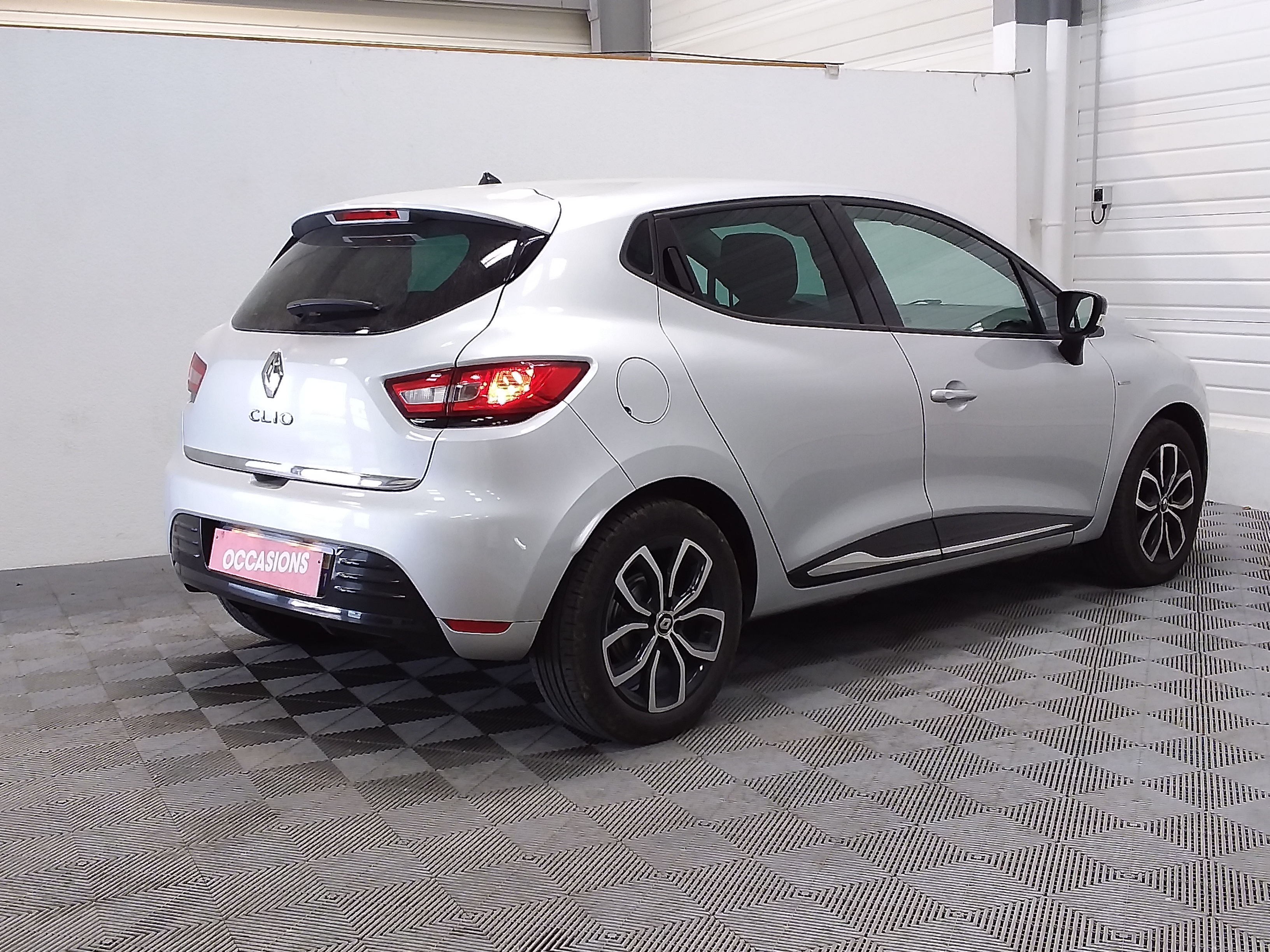 RENAULT CLIO IV 2019 - Photo n°3