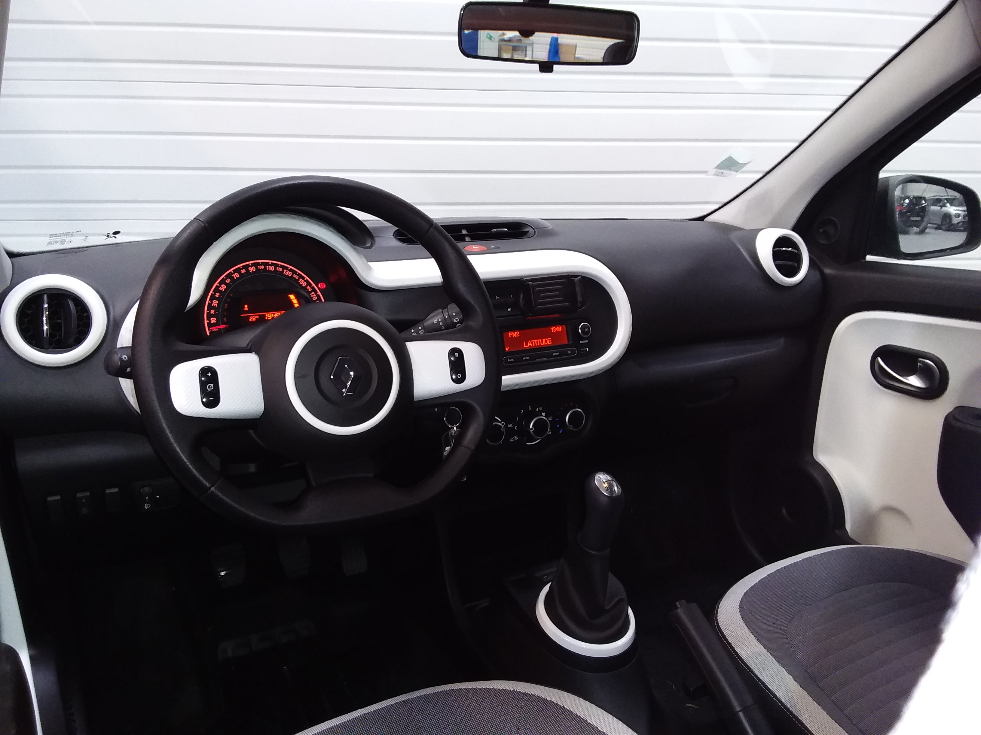 RENAULT TWINGO III 2019 - Photo n°9