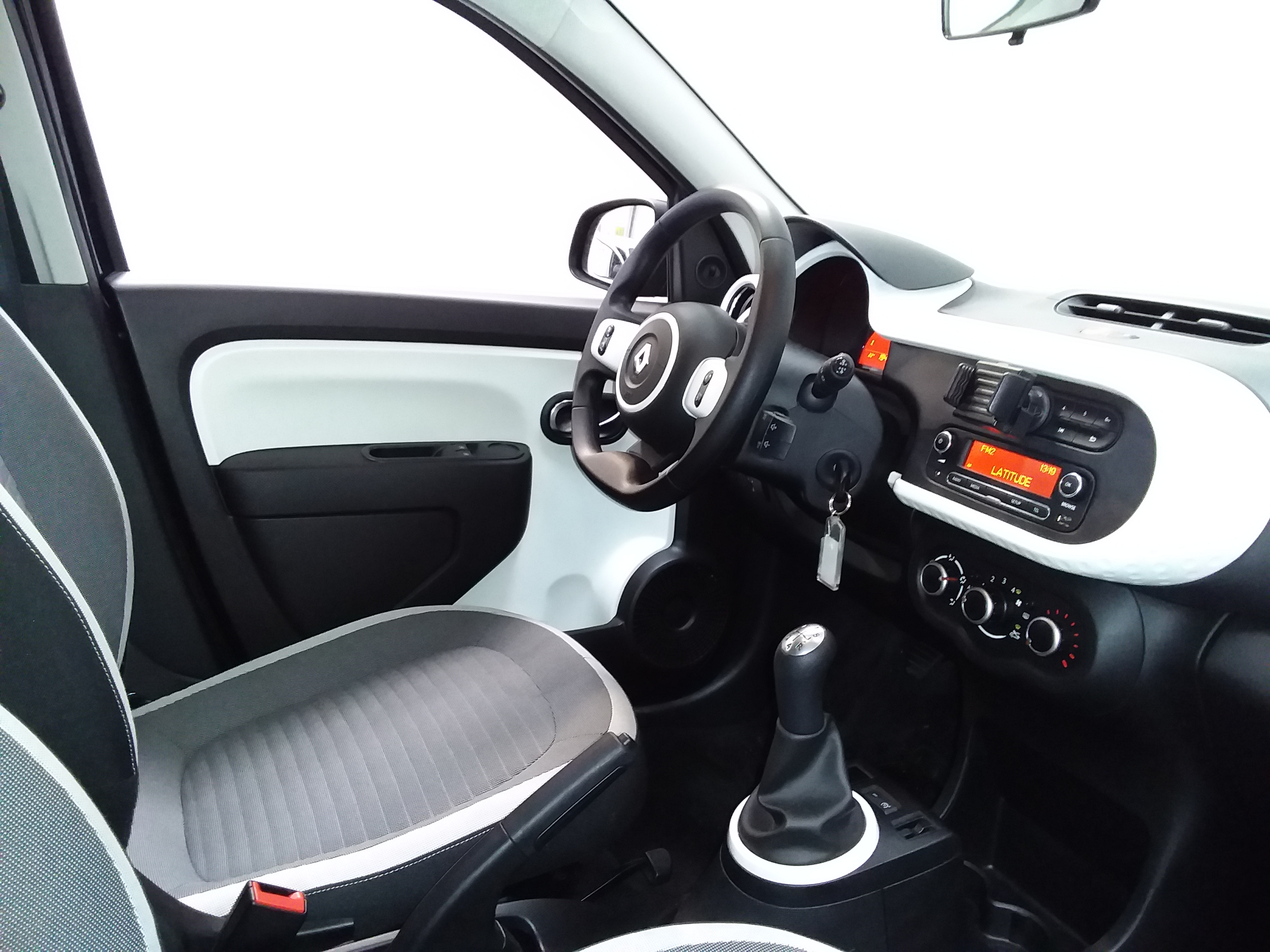 RENAULT TWINGO III 2019 - Photo n°5