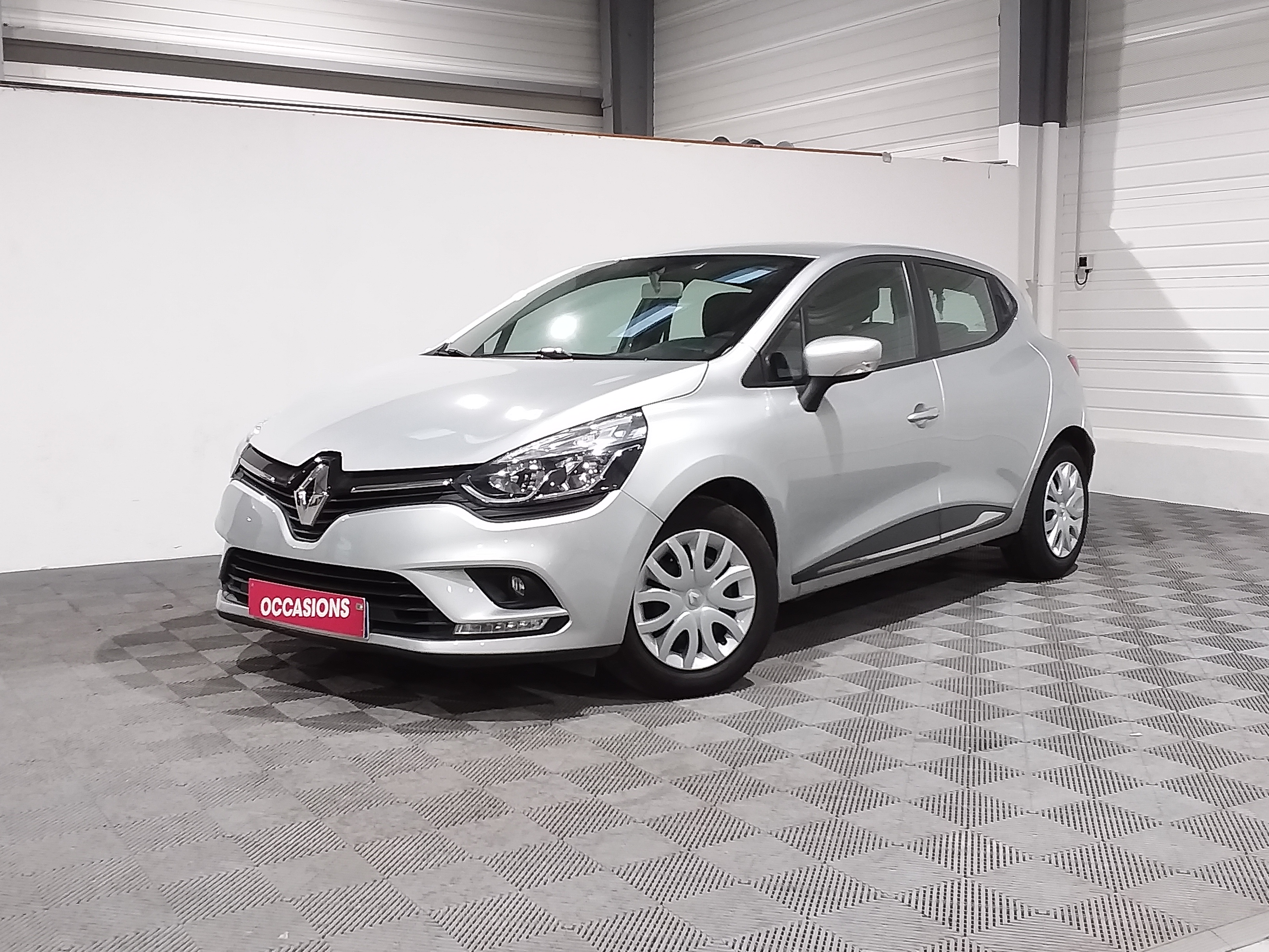 Photo du véhicule RENAULT CLIO IV Business ENERGY dCi 90 - 82g