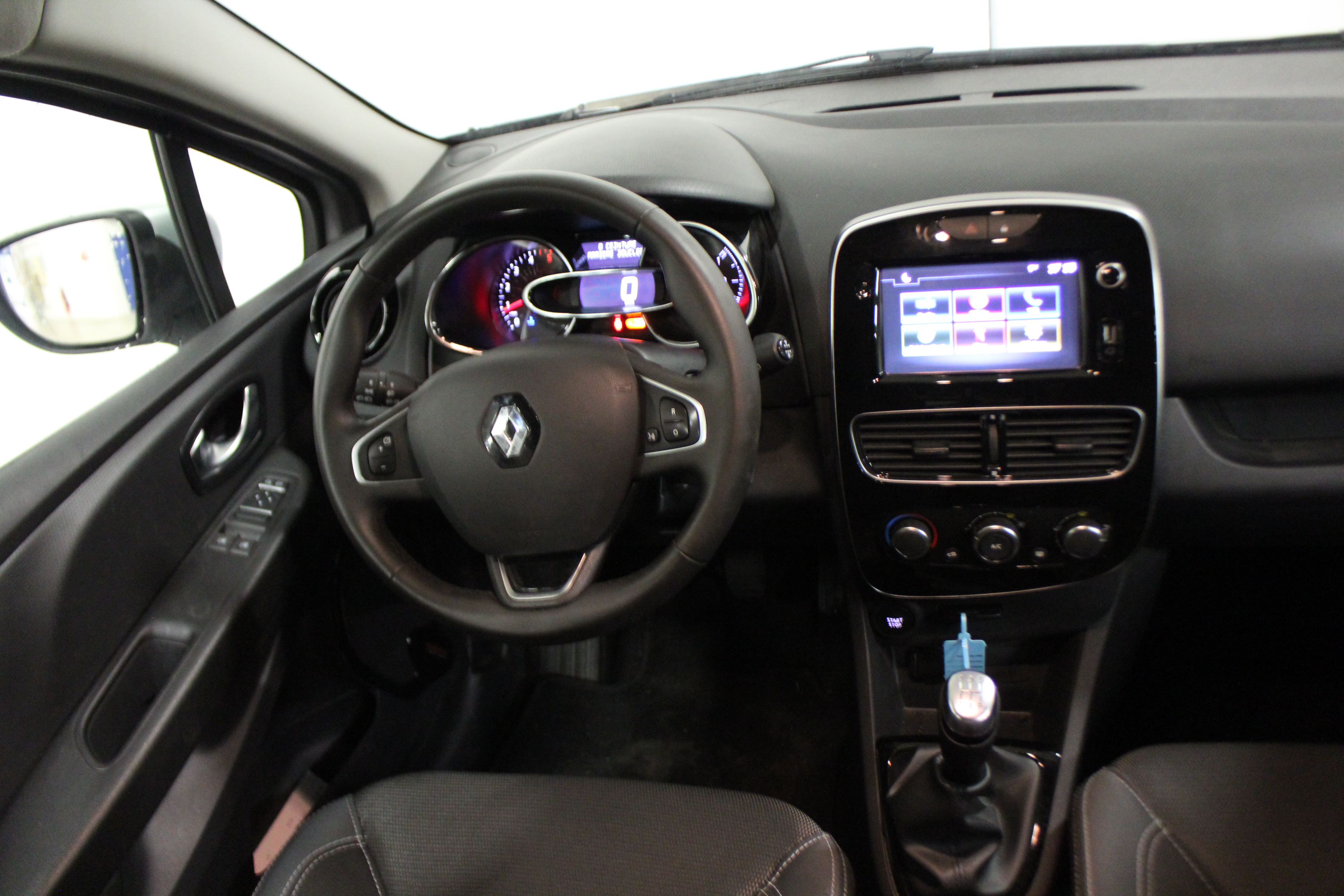 RENAULT CLIO IV 2018 - Photo n°8