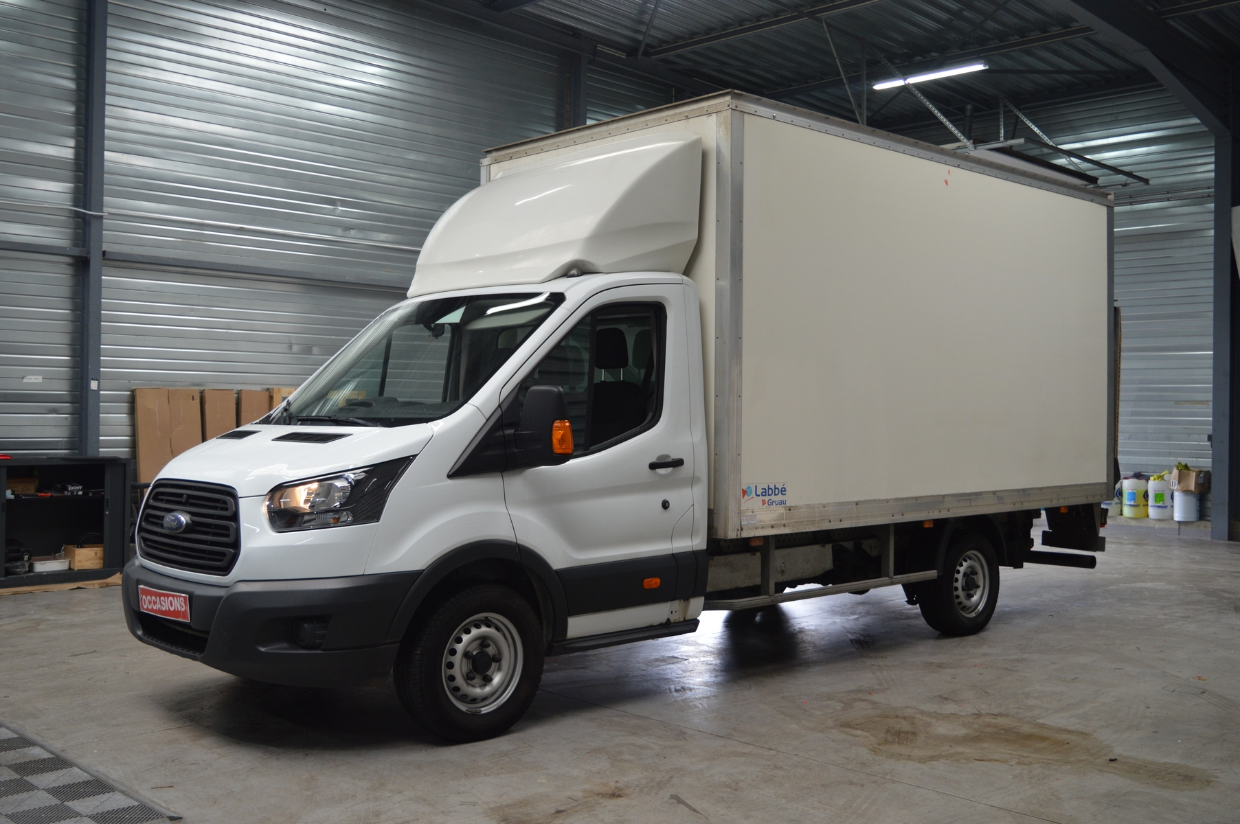 Photo du véhicule FORD TRANSIT CHASSIS CABINE SIMPLE CAB 350 L4H3 AMBIENTE 130CH