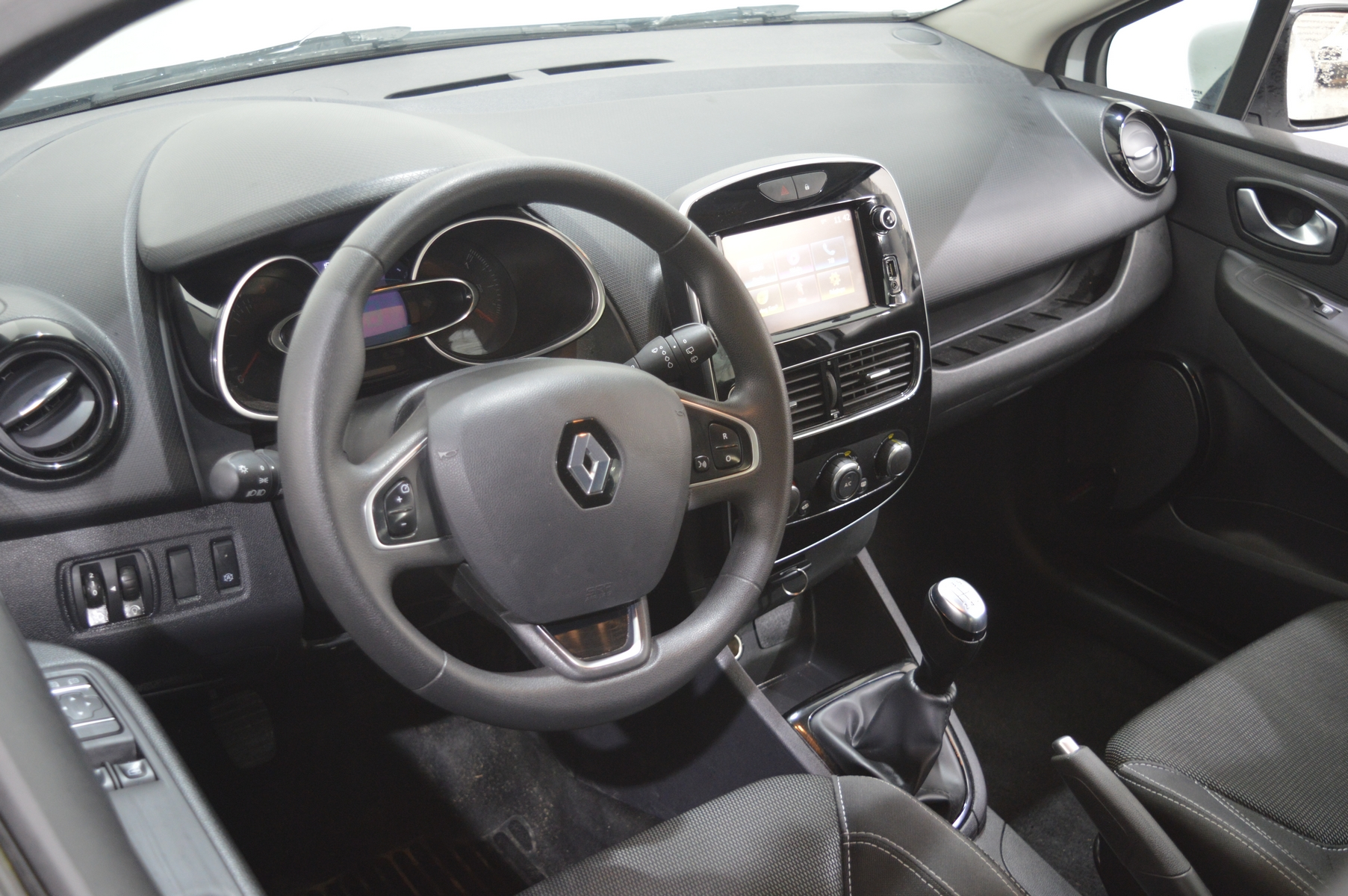 RENAULT CLIO IV SOCIETE 2018 à 7400 € - Photo n°8