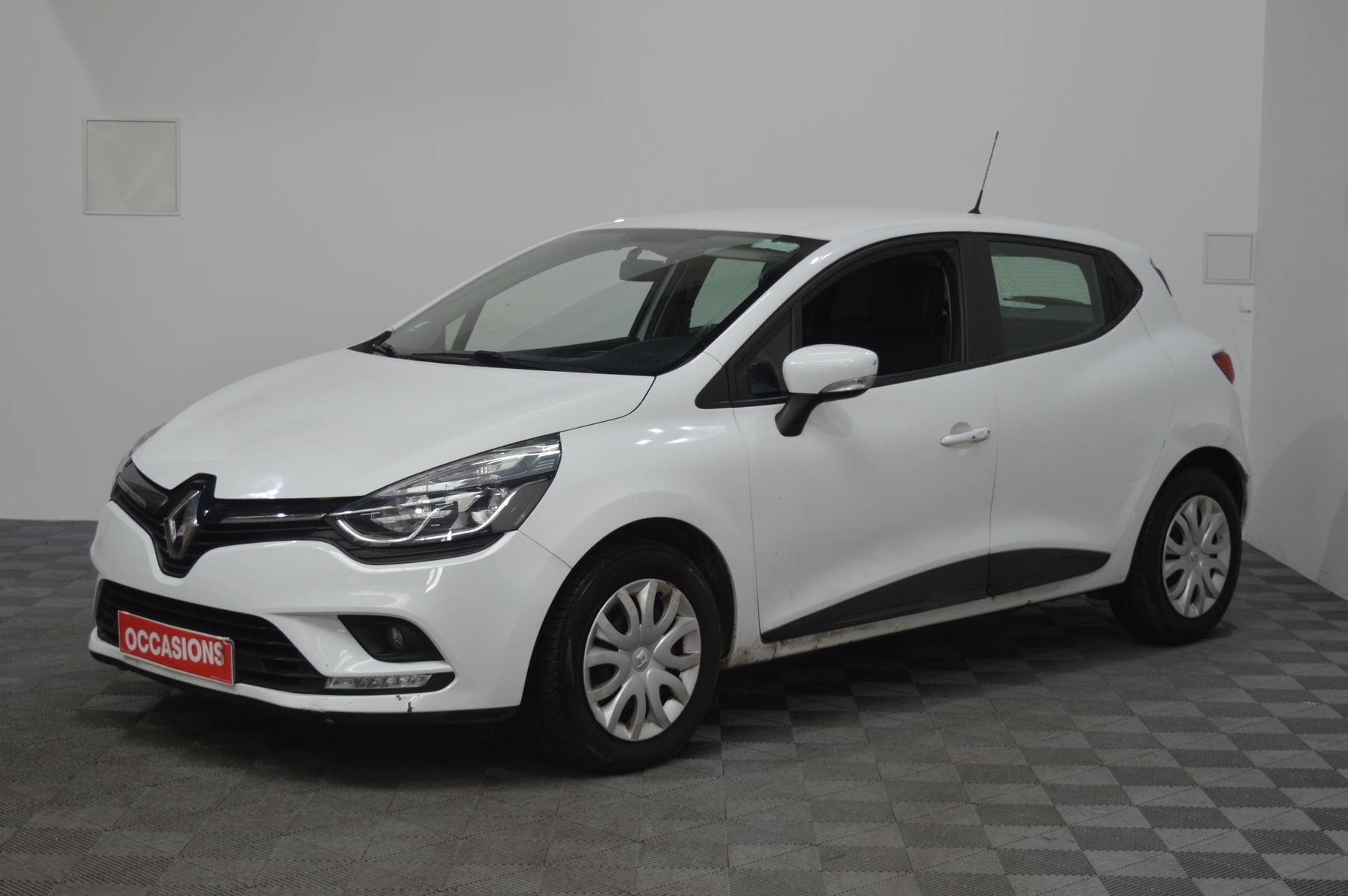 RENAULT CLIO IV SOCIETE 2018 à 7400 € - Photo n°1