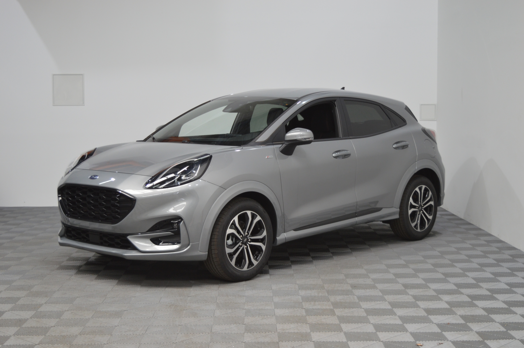 Photo du véhicule FORD PUMA 1.0 EcoBoost 125 ch mHEV S&S BVM6 ST-Line X