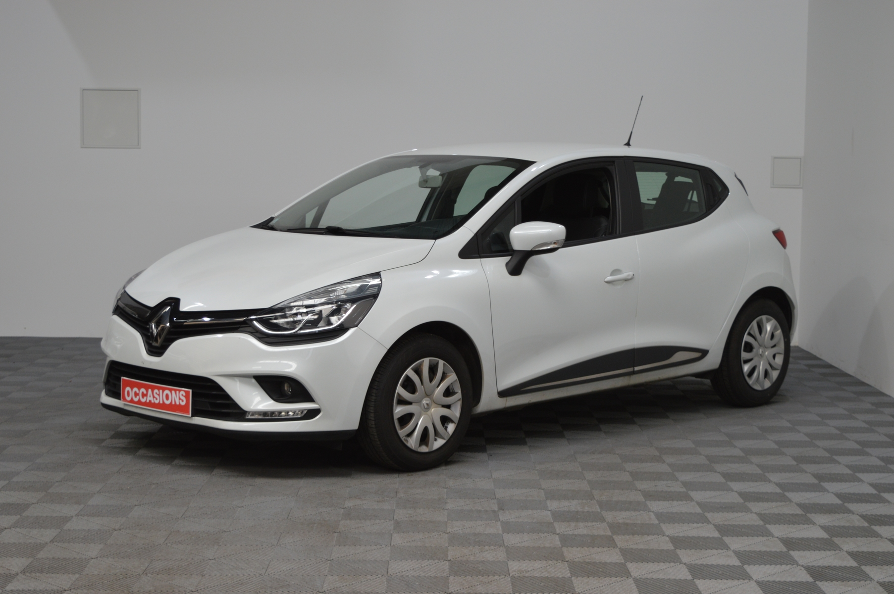 RENAULT CLIO IV BUSINESS dCi 90 E6C Business d'occasion