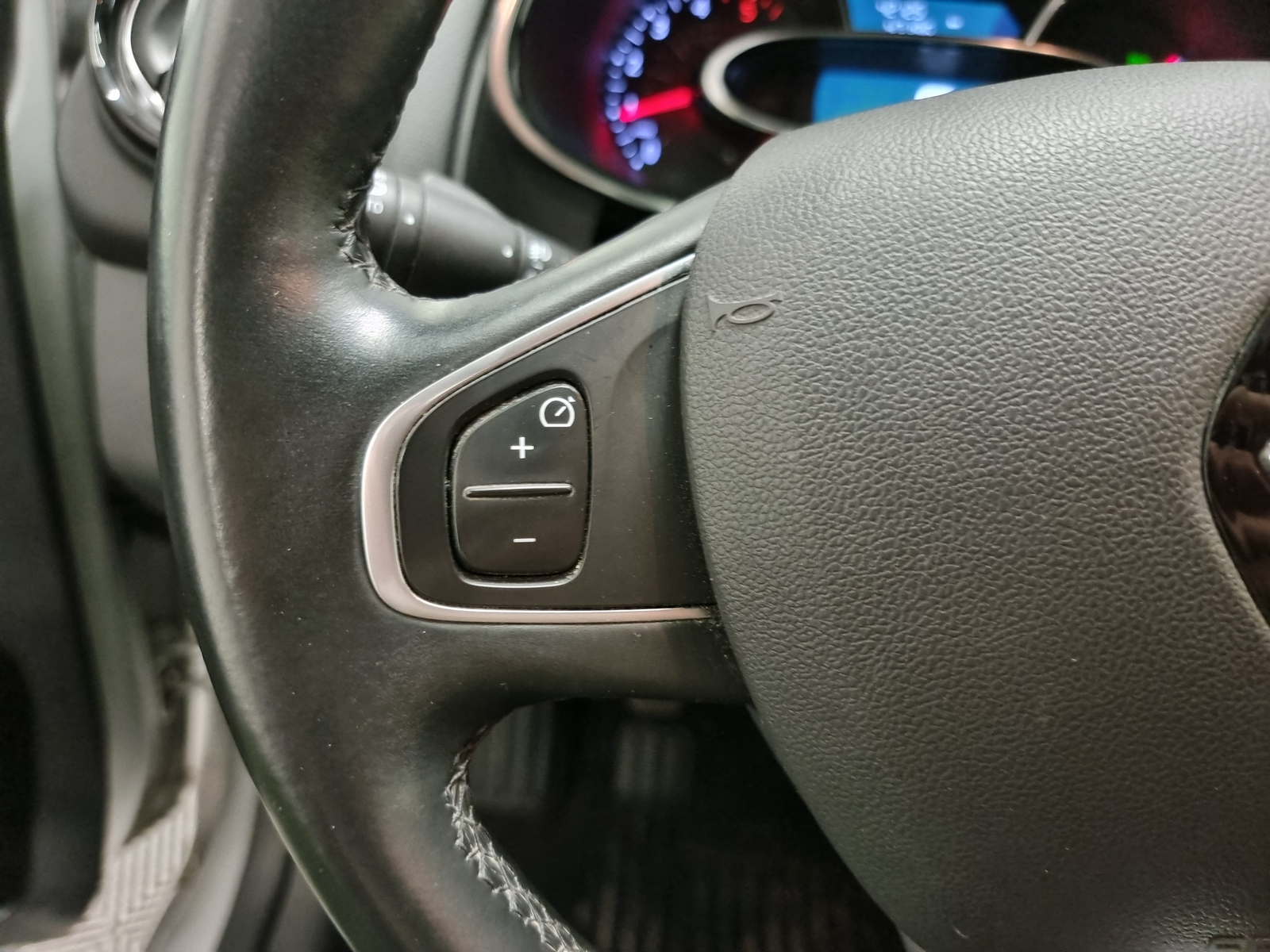 RENAULT CLIO IV 2019 - Photo n°19