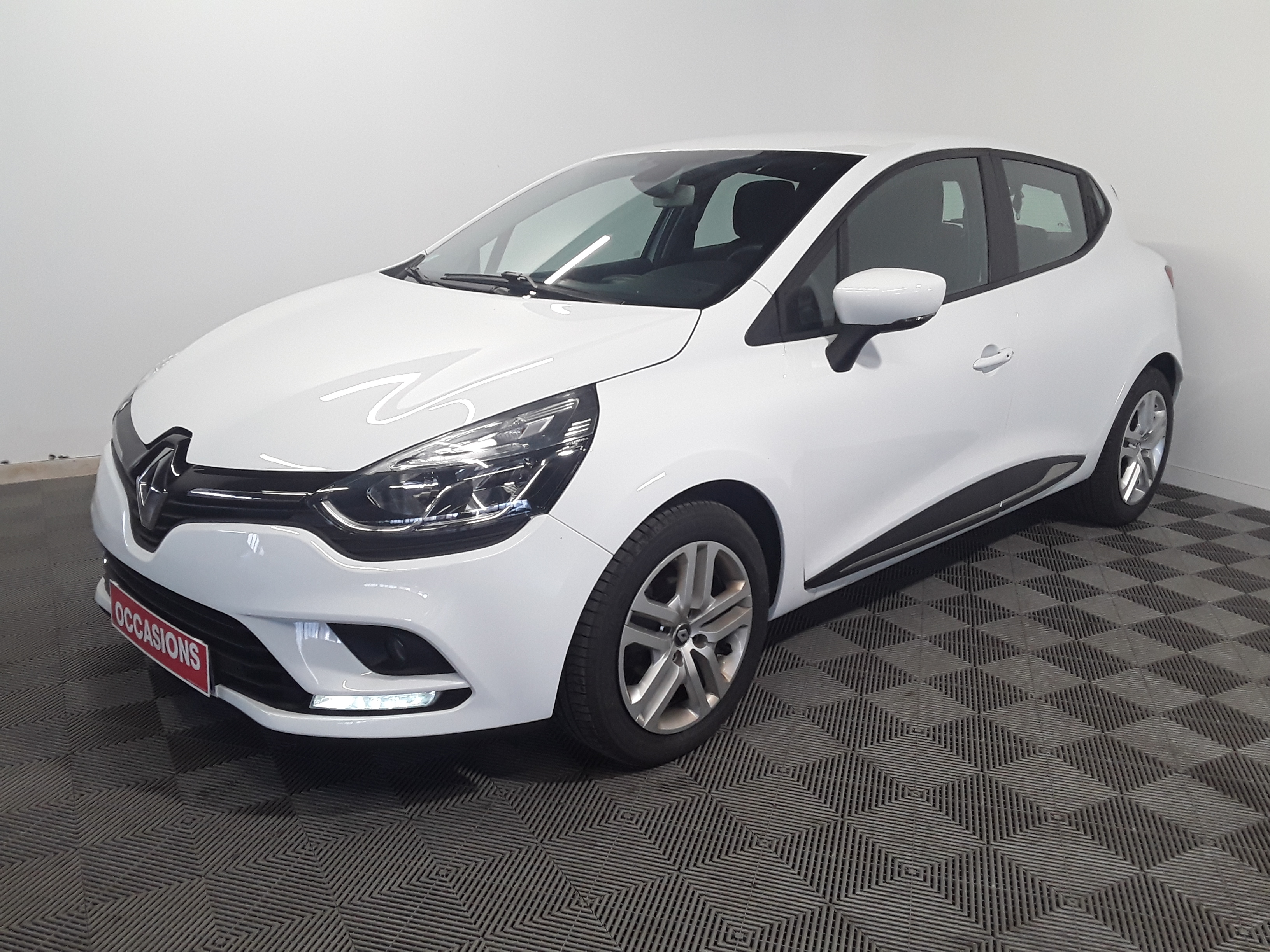 RENAULT CLIO IV BUSINESS 2018 - Photo n°1