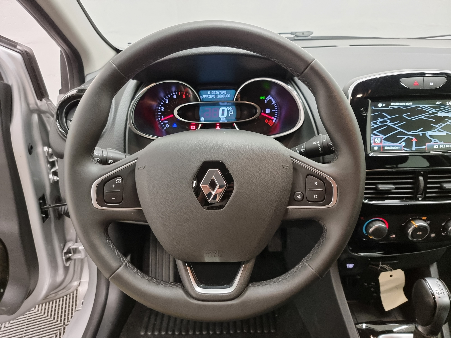 RENAULT CLIO IV BUSINESS 2018 - Photo n°17