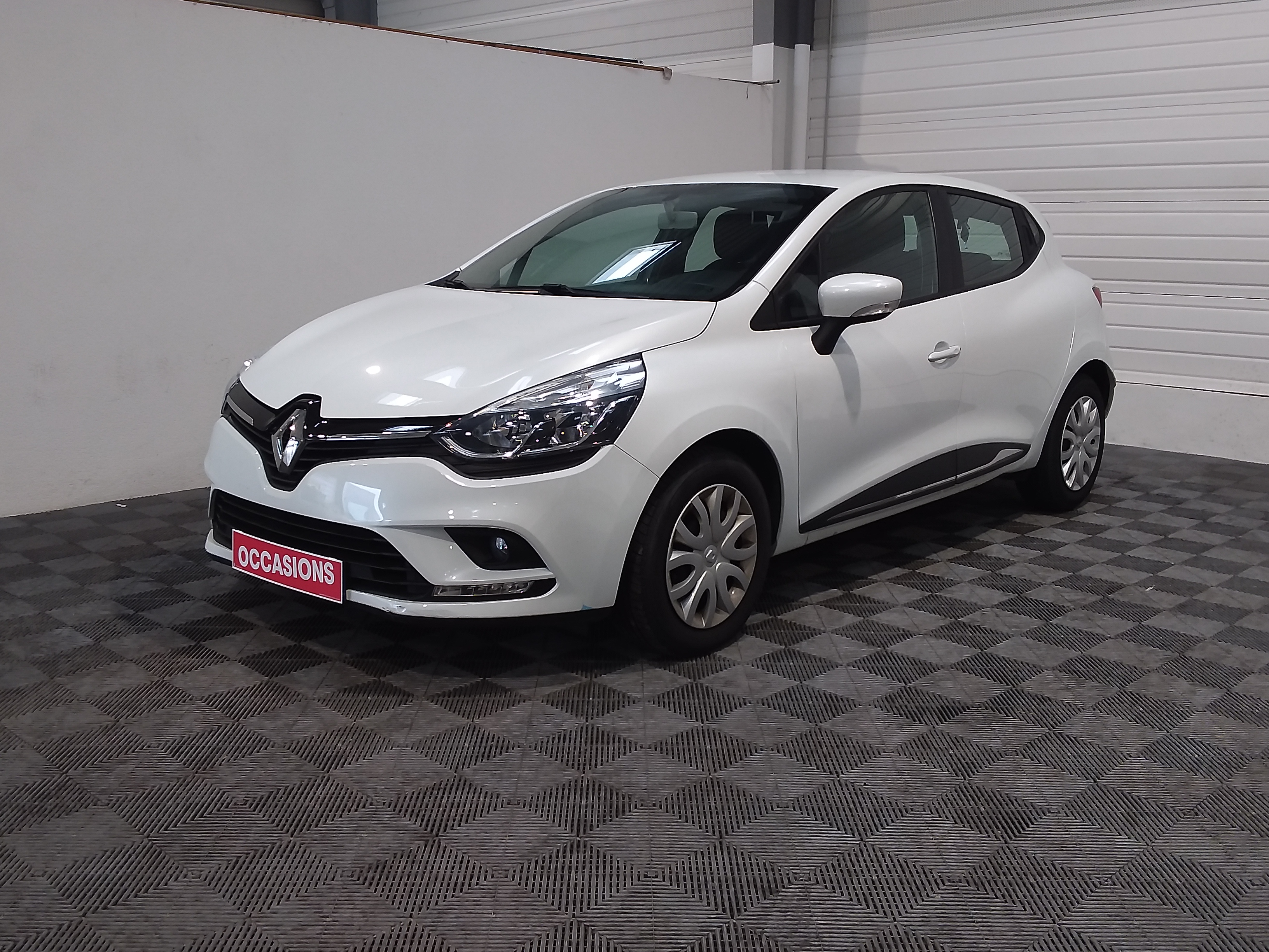 RENAULT CLIO IV BUSINESS DCI 90 d'occasion